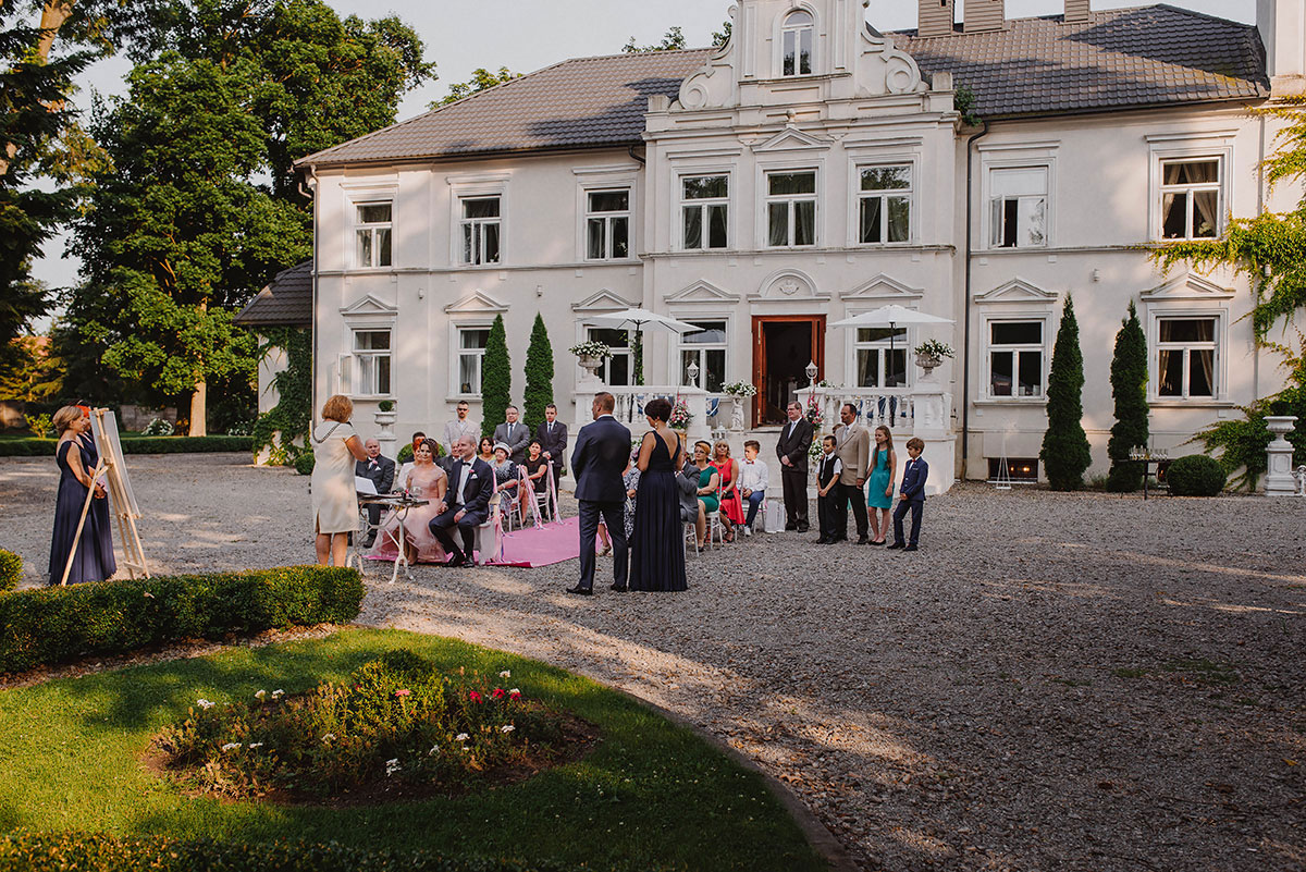 wedding photography outdoor wedding in pstrokonie palace