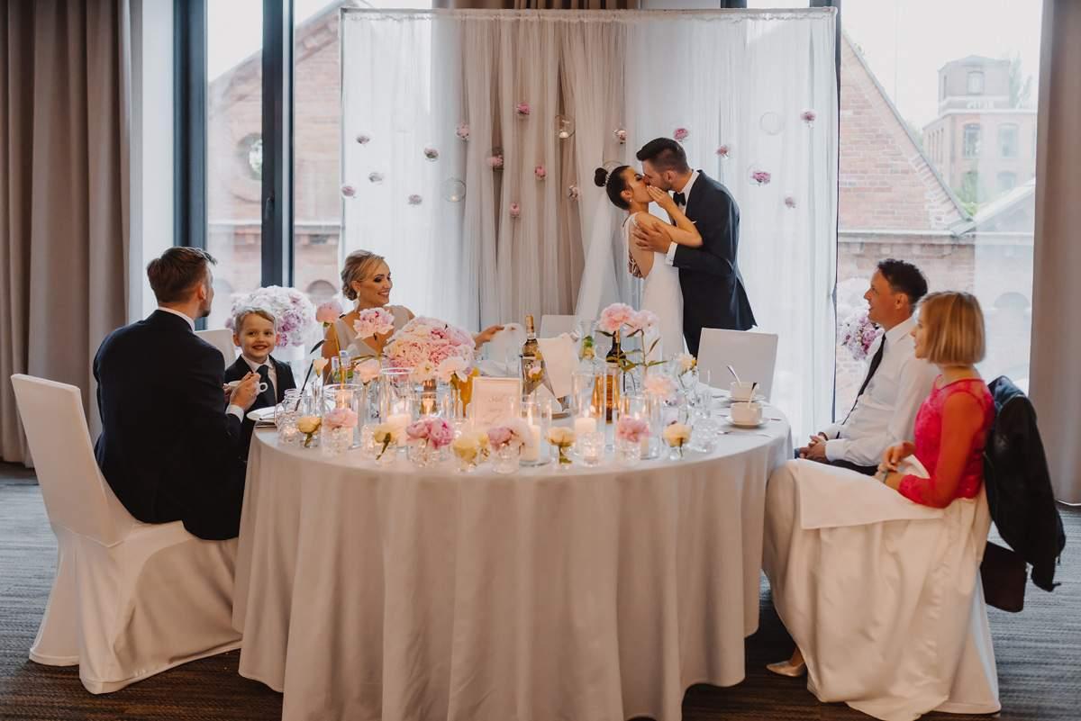 Wedding Photography Of Glamour Wedding In Fabryka Welny In