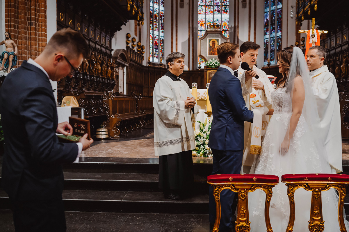 cinematic wedding at forteca kregliccy warsaw